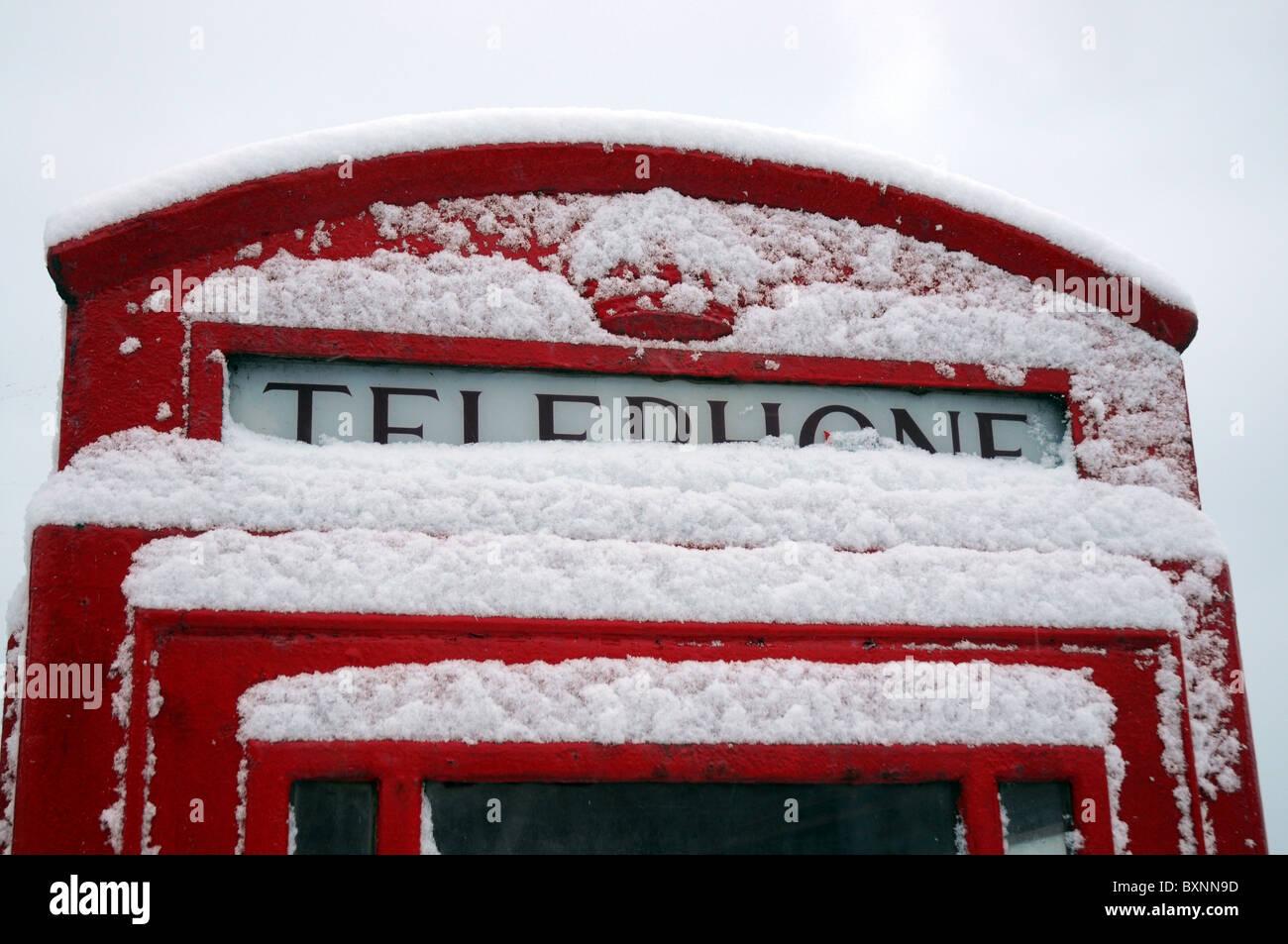 Neve su una cabina telefonica, REGNO UNITO Immagini Stock