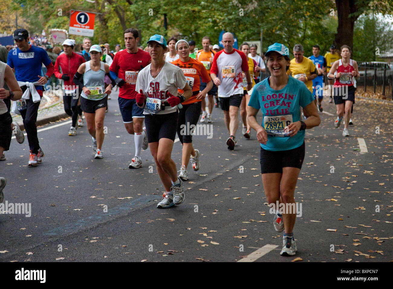 Guide di scorrimento in competizione in Central Park durante il 2009 New York City Marathon Immagini Stock