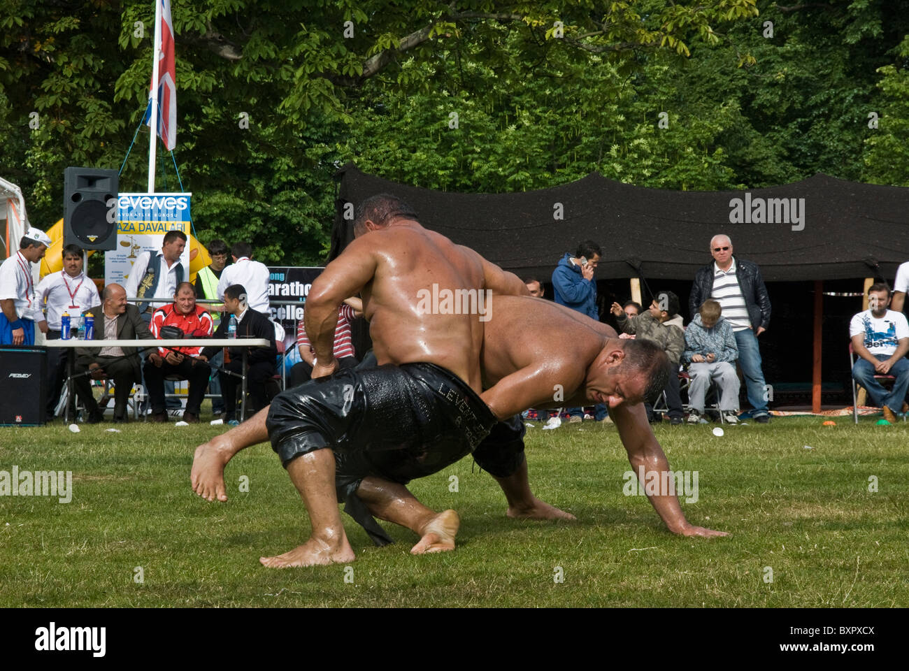 Olio turco lottatore IN CLISSOLD PARK FESTIVAL WRESTLING Immagini Stock