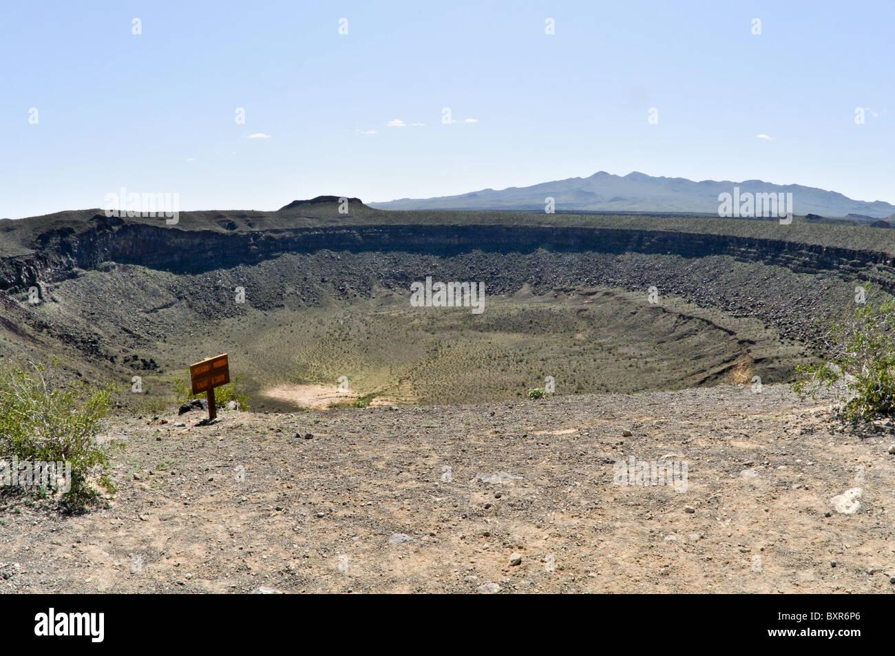 Elegante cratere, un maar cratere, El Pinacate Riserva della Biosfera area vulcanica, Sonora, Messico Immagini Stock