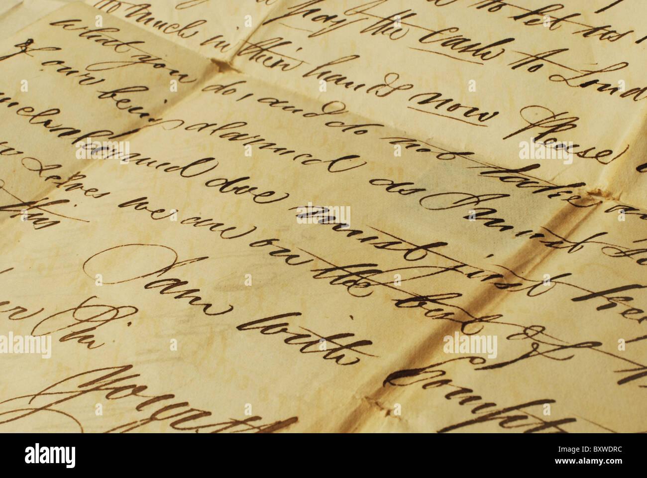 Vecchia lettera con elegante scrittura a mano. Primo piano della vecchia lettera con elegante scrittura a mano. Foto Stock