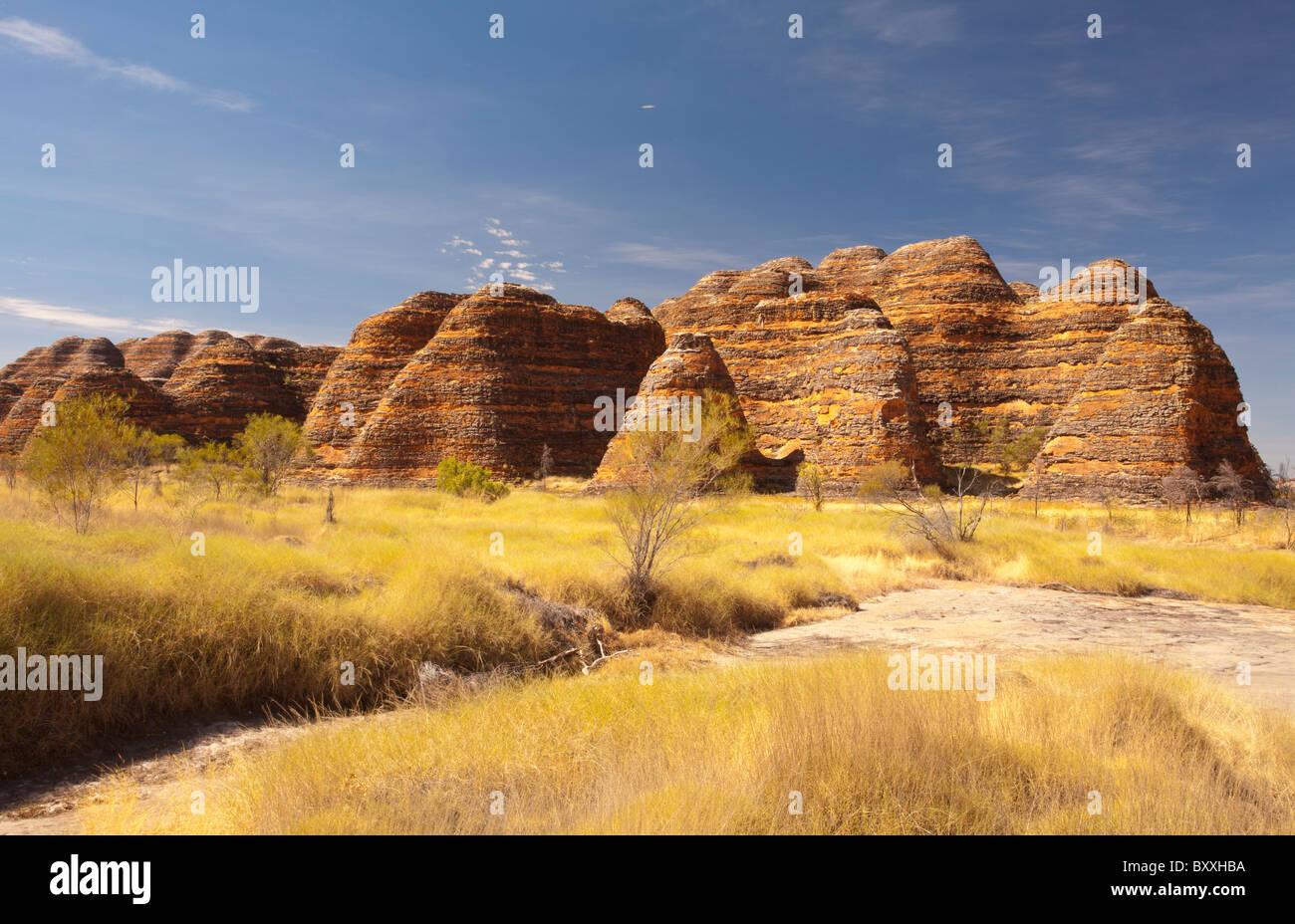 Conica di formazioni rocciose a pasticciare Bungles, Parco Nazionale di Purmululu, Kimberley, Australia occidentale Immagini Stock