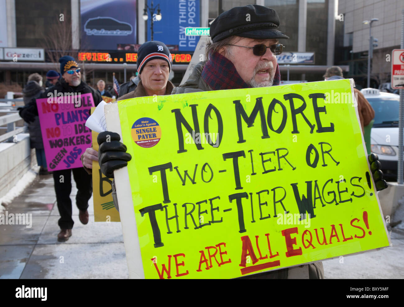 Lavoratori Auto Rally fuori Detroit Auto Show per protestare contro le perdite di posti di lavoro e tagli salariali Immagini Stock