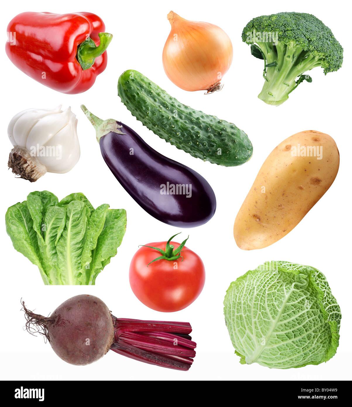 Raccolta di vegetali isolate su uno sfondo bianco. Il file contiene un percorso di taglio. Immagini Stock