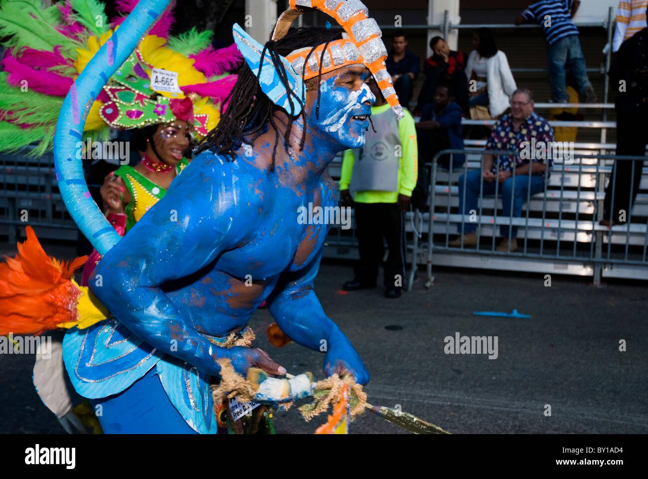 Ballerino maschio, radici, avatar, Junkanoo, primo giorno del nuovo anno, 2011, a Nassau, Bahamas Immagini Stock