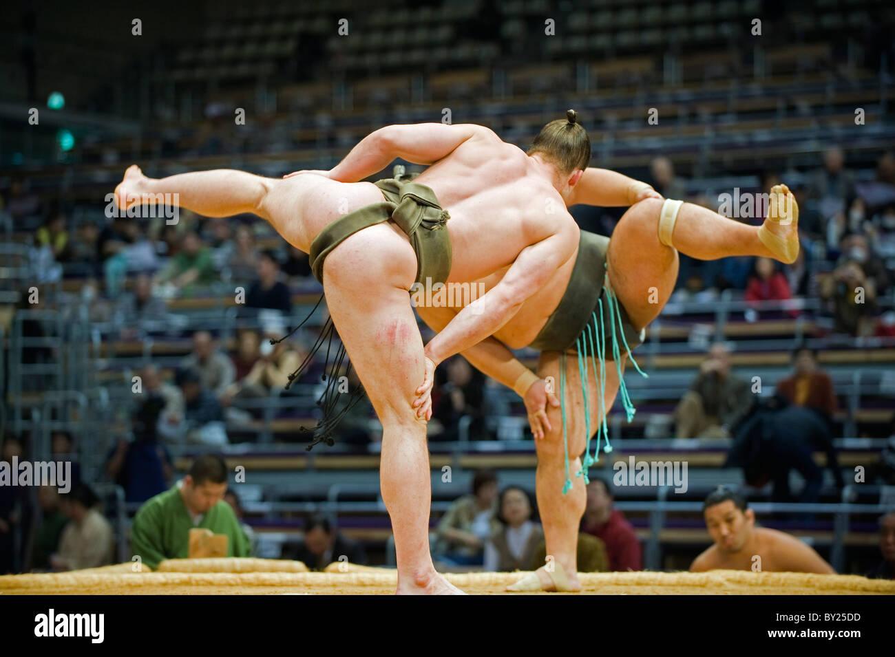 Asia, Giappone, Kyushu, citta' di Fukuoka, Fukuoka Sumo concorrenza, Shiko bout rituali, Kyushu Basho Immagini Stock