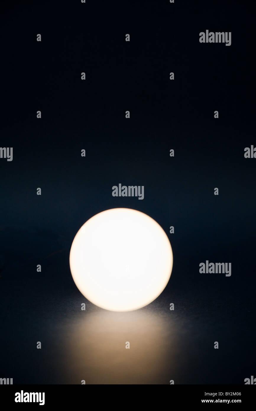 Una sfera luminosa, concetto di magic ball Immagini Stock