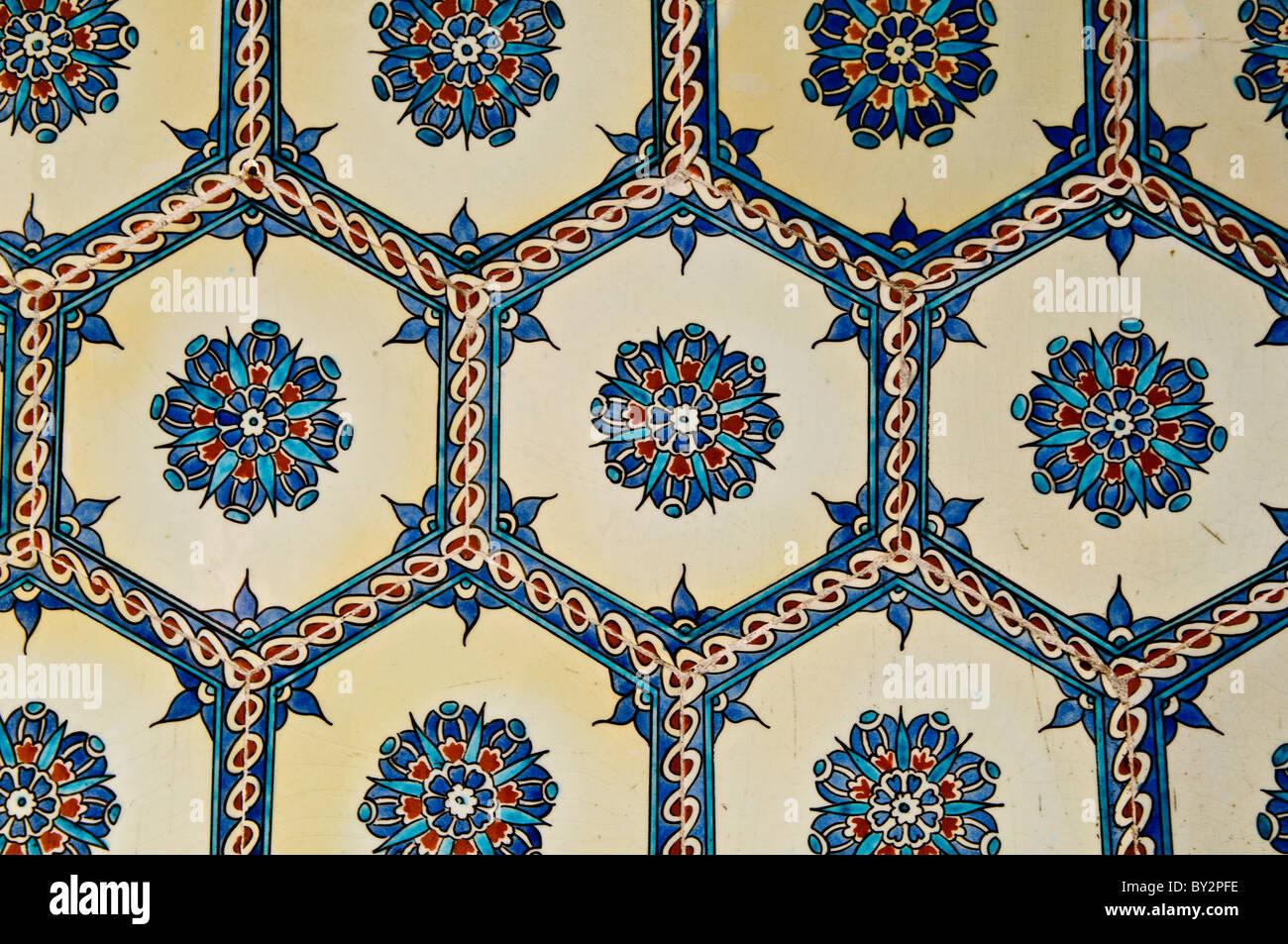 Piastrelle Di Ceramica Decorate.Le Spalliere Di Piastrelle Ceramiche Decorate All Harem Del