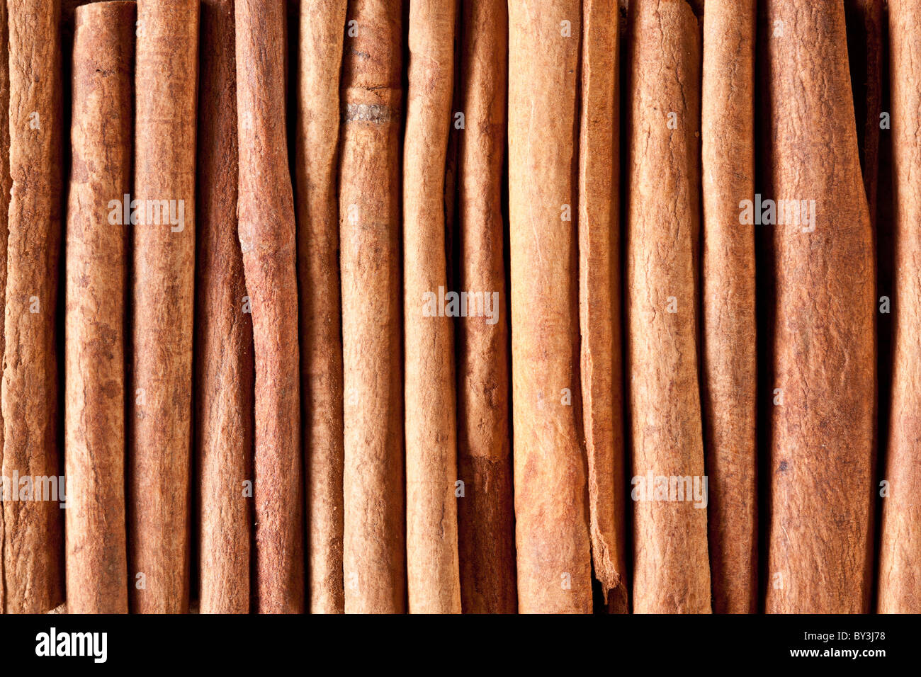 Immagine di tessitura bastoncini di cannella. Immagini Stock