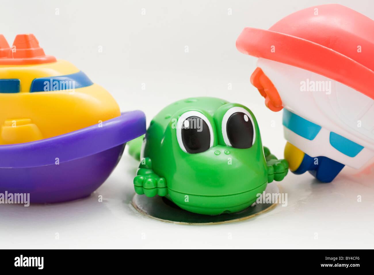 Vasca Da Bagno In Plastica : Bagno in plastica giocattoli due barche e una rana seduto su di una