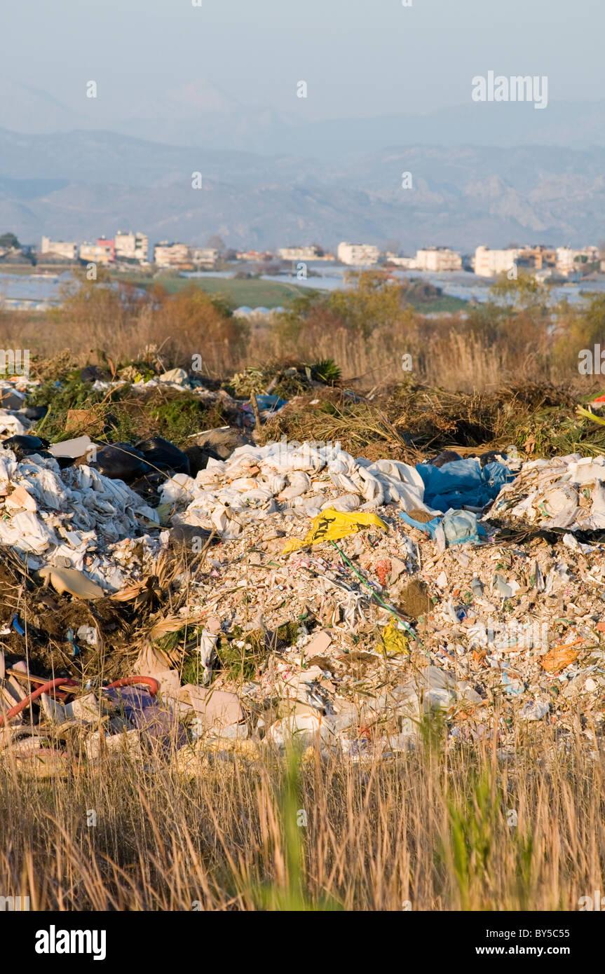 Terra di discarica sito di riempimento siti nel cestino della spazzatura junk imposte fiscali inquinamento Immagini Stock