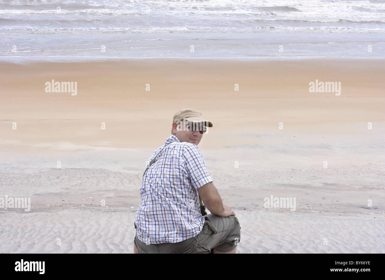 L uomo sulla spiaggia, Ilha Atalaia, Bahia, Brasile Immagini Stock