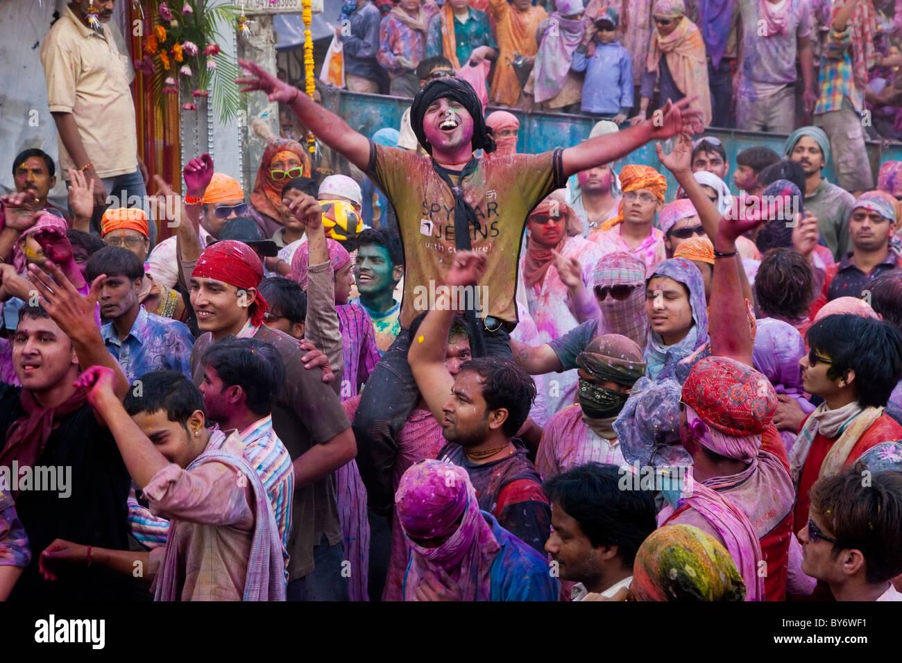 Celebrazione di Holi festival, Mathura, Uttar Pradesh, India Immagini Stock