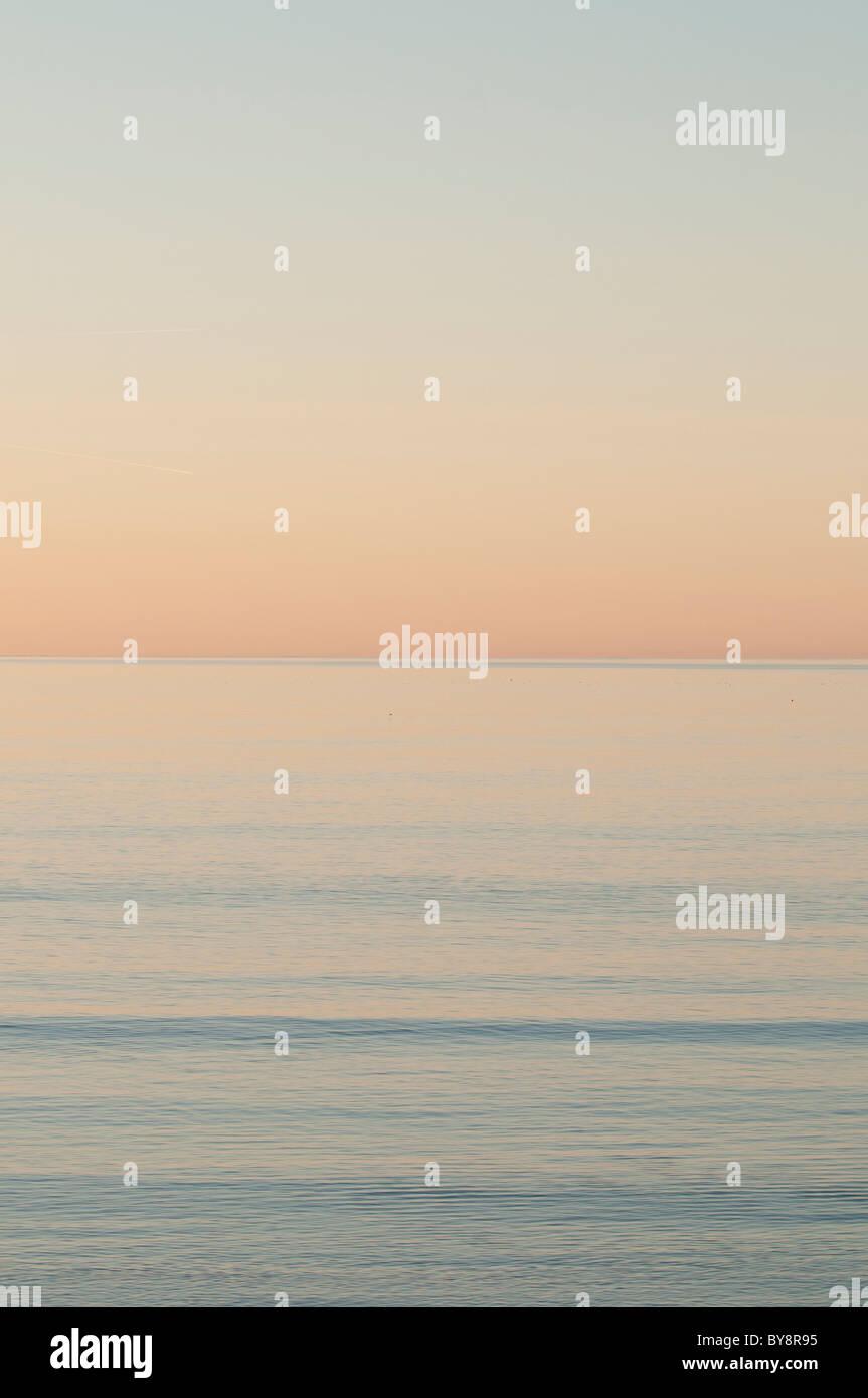 Appartamento mare calmo al tramonto - Cardigan Bay west wales UK Immagini Stock