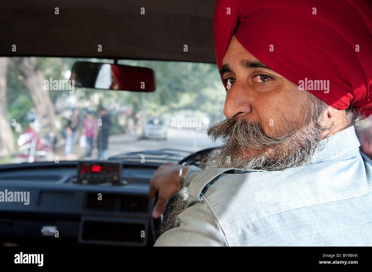 Ritratto di una religione Sikh taxi driver Immagini Stock