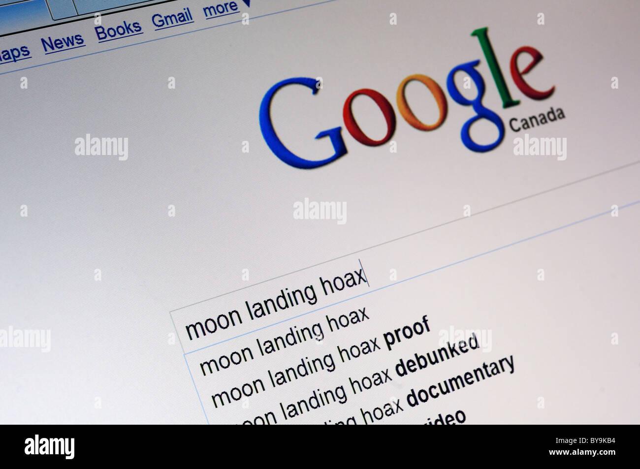Una ricerca su google per sbarco sulla luna falso Immagini Stock