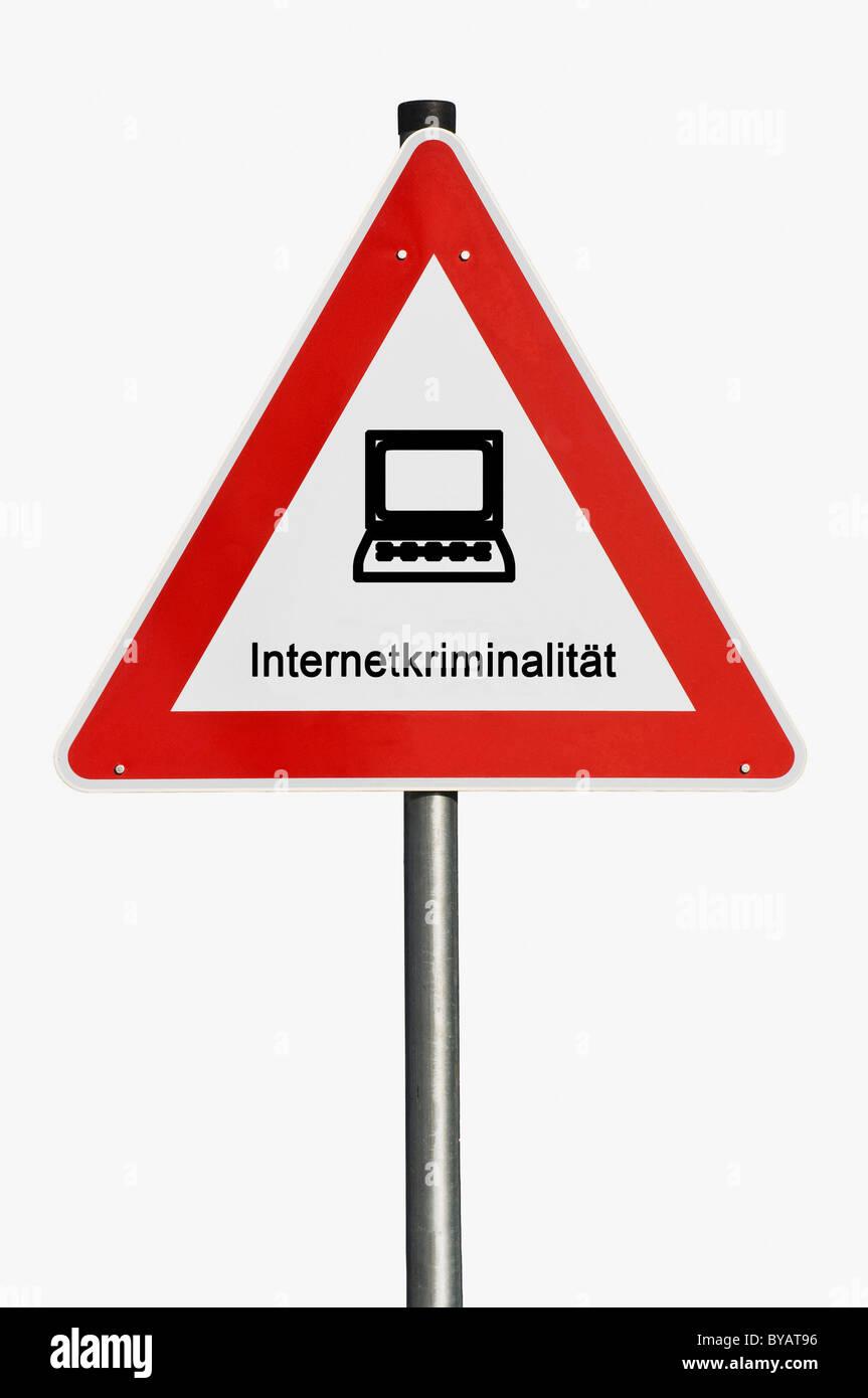 Segnaletica di pericolo con un computer portatile, computer, la criminalità su internet Immagini Stock