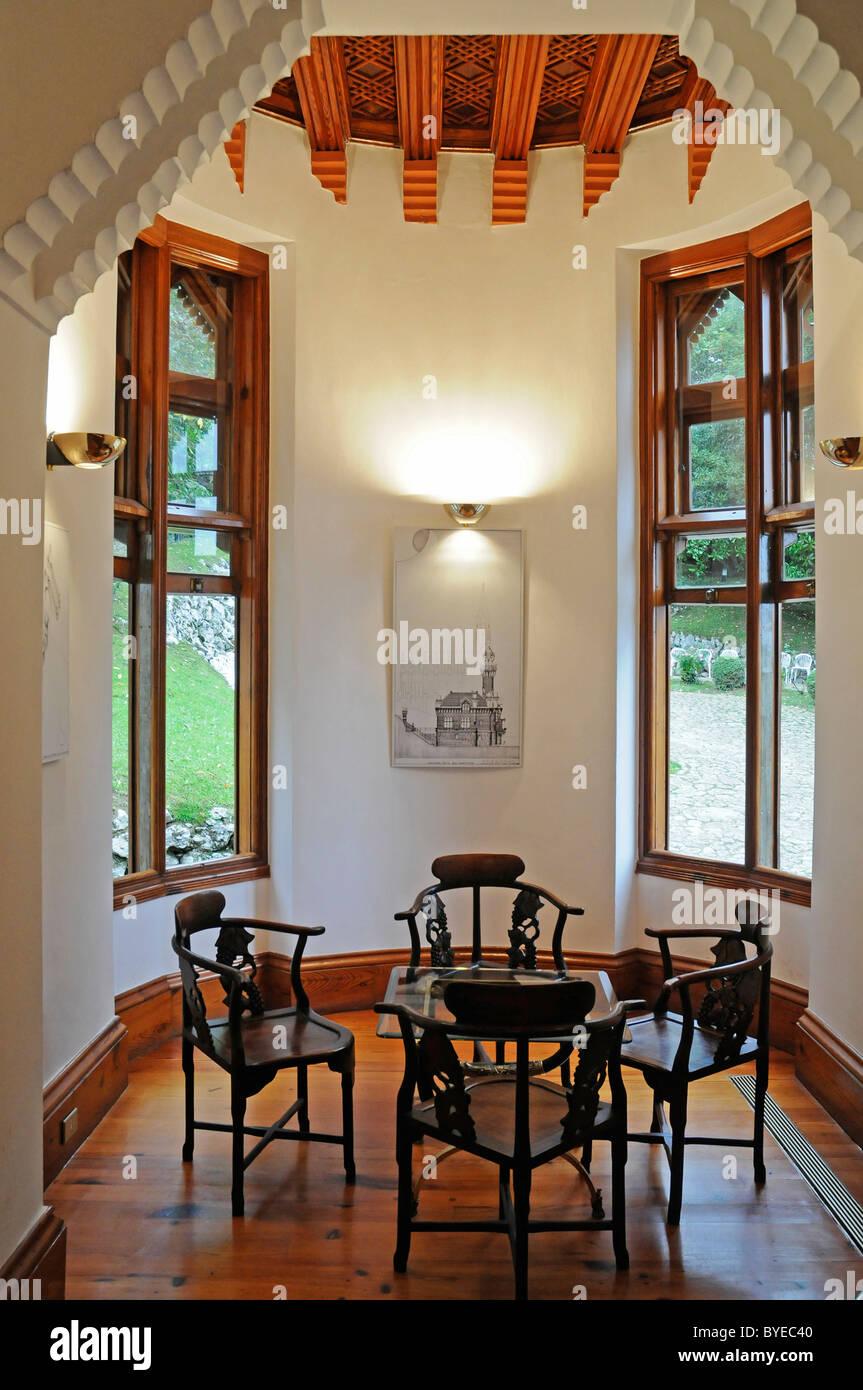 Interno, mobili, El Capricho de Gaudi manor, architetto Antoni Gaudí, Comillas, Cantabria, Spagna, Europa Immagini Stock