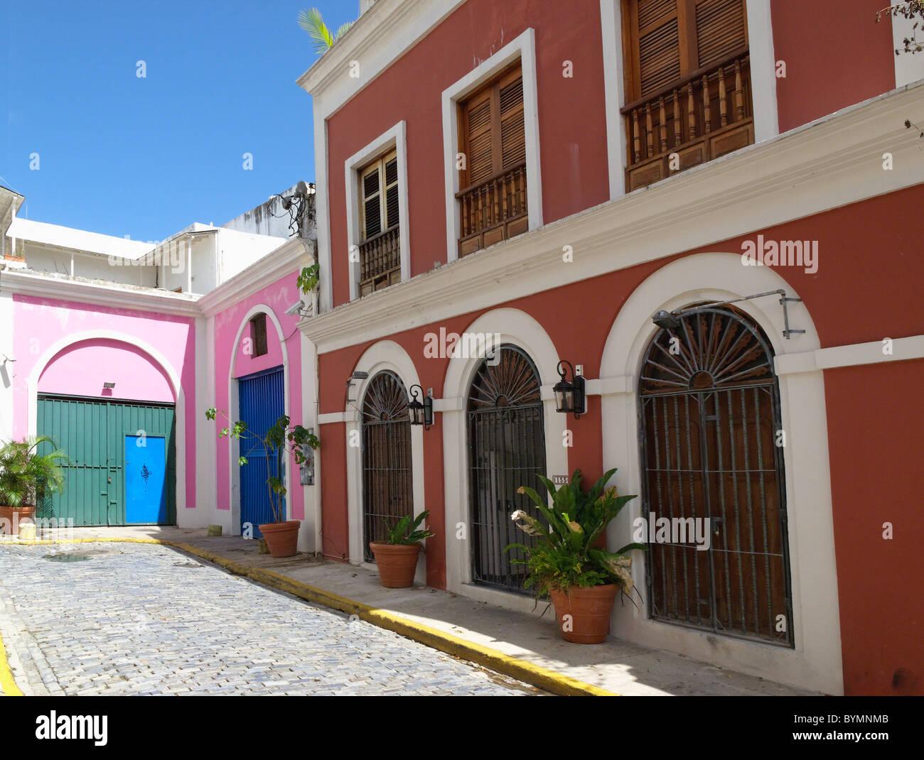 La vecchia San Juan Street con architettura coloniale, Puerto Rico Immagini Stock
