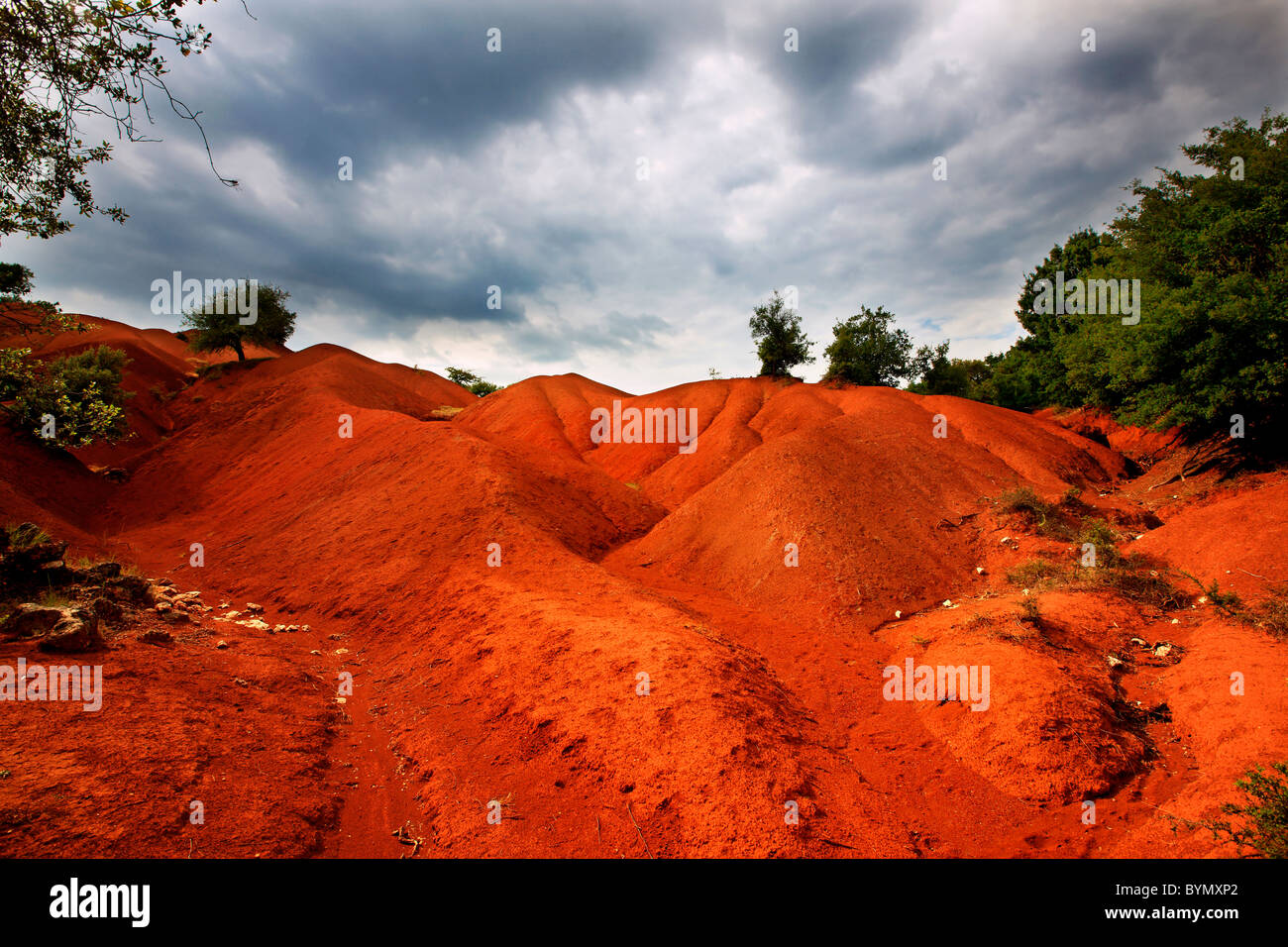 """L'incredibile paesaggio in 'Kokkinopilos"""" (significa """"l'argilla rossa"""") nella Prefettura Immagini Stock"""