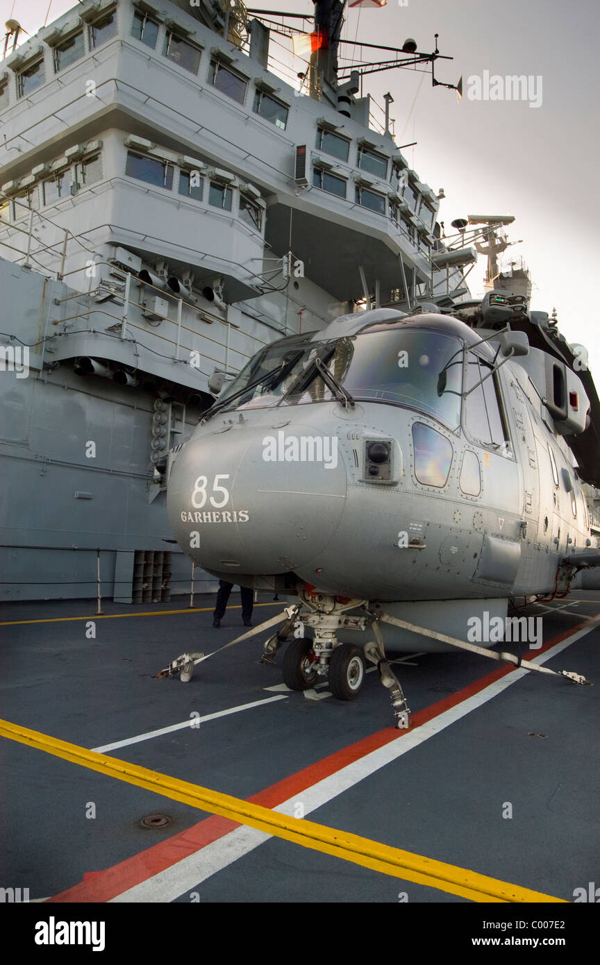 Elicottero 007 : Un elicottero merlin sul perd sollevare circa per la discesa alla
