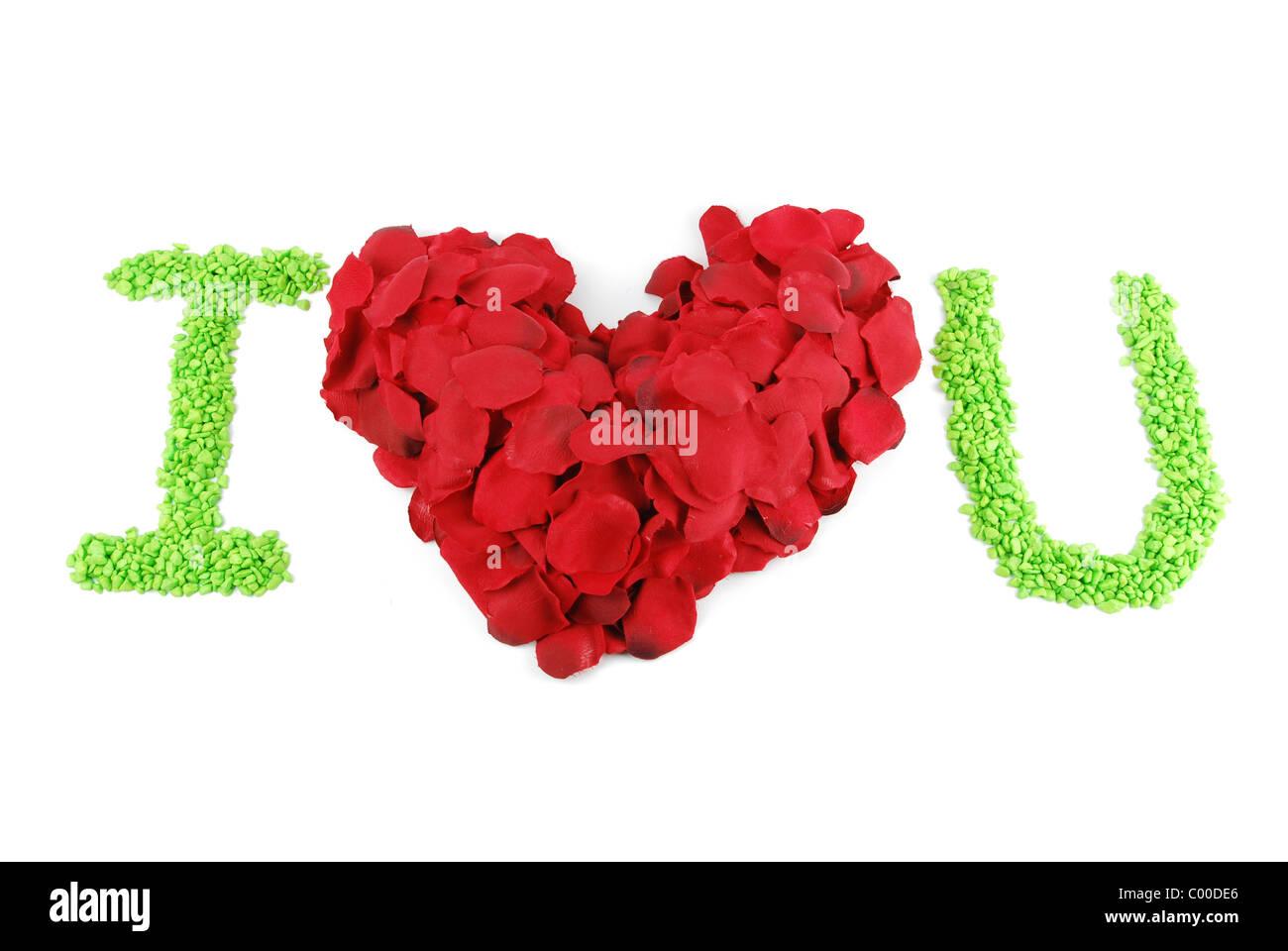 I Love U Con Un Cuore Rosso Fatta Di Petali Di Rosa Isolato Su
