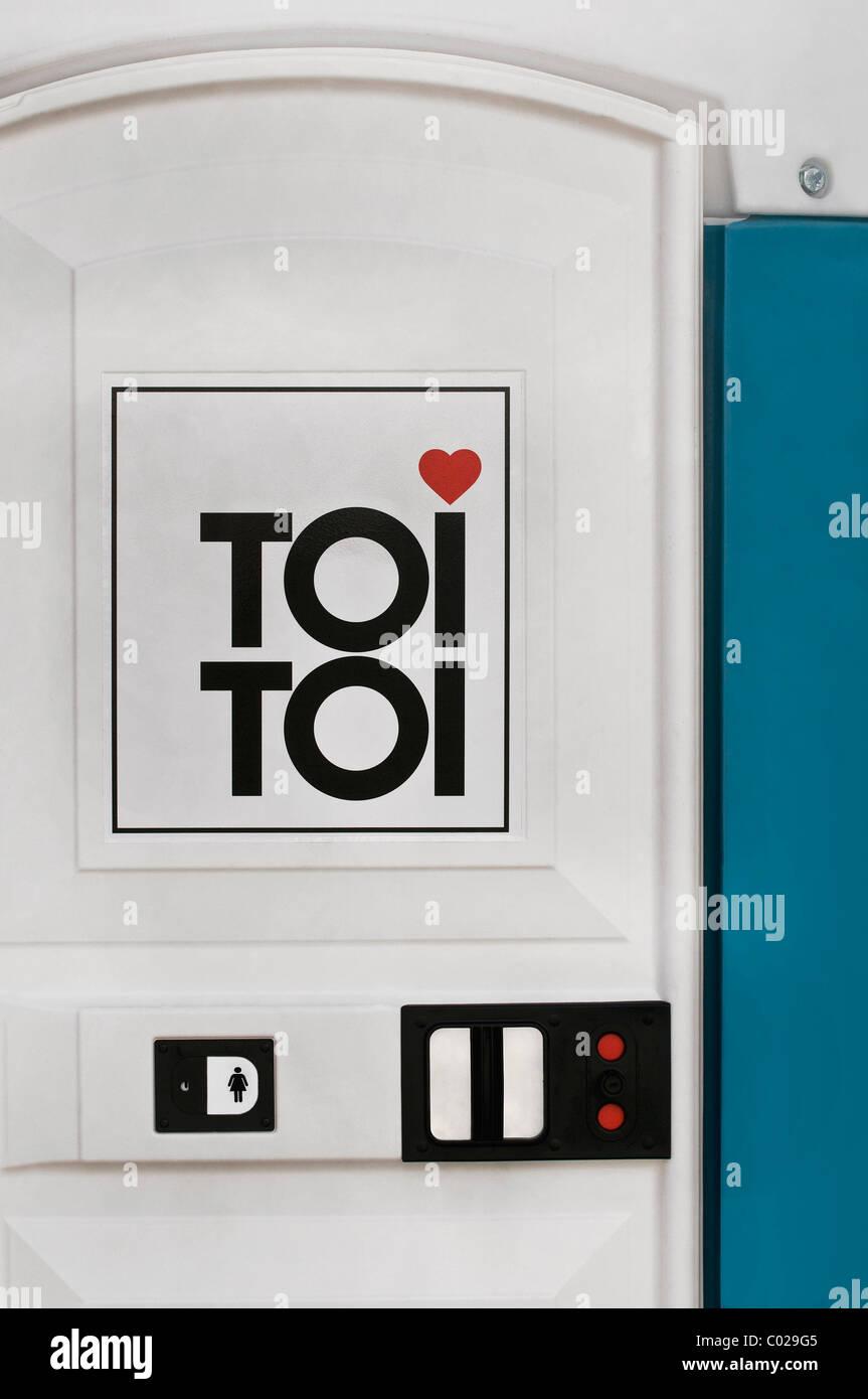 Bagno portatile del TOI TOI società di servizio Immagini Stock