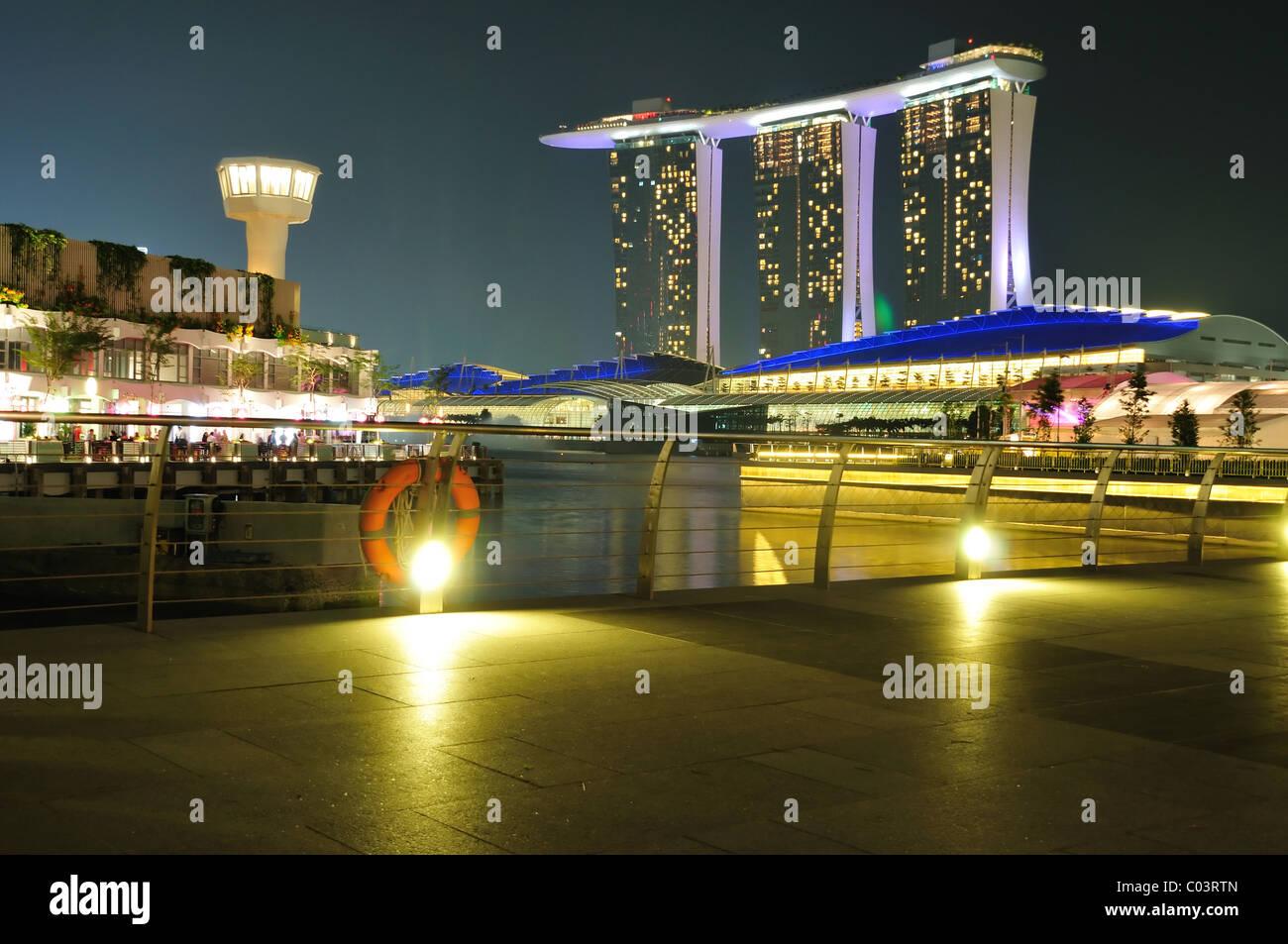 Il Marina Bay Sands Hotel e la baia di Marina promontorio Immagini Stock