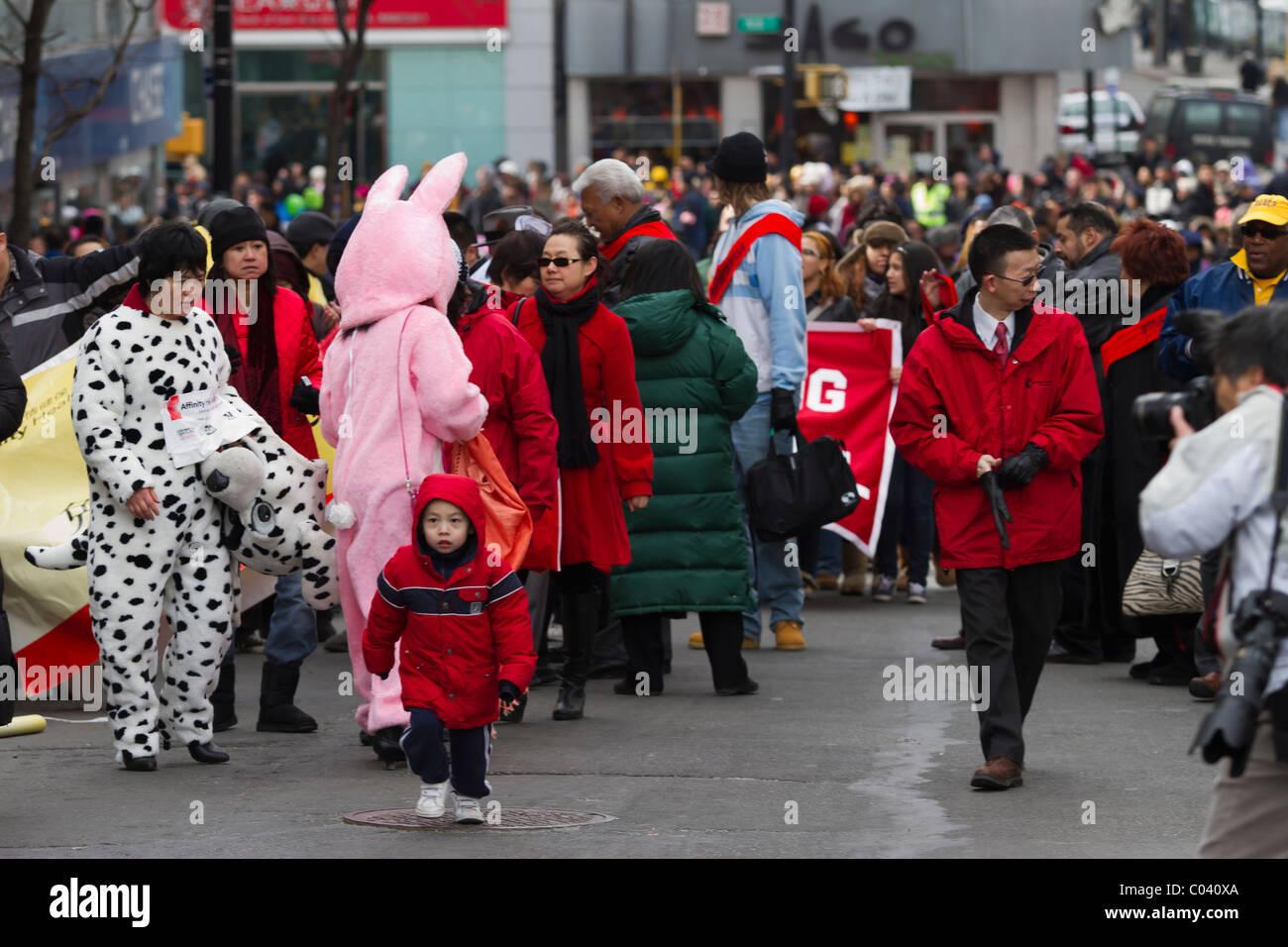 I partecipanti lulling intorno alla fine del 2011 il nuovo anno lunare parade di lavaggio, regine Immagini Stock