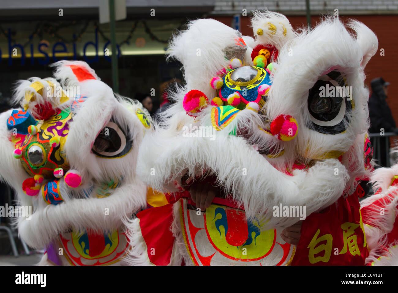 Lion costumi nel 2011 capodanno nuovo anno lunare Parade nel lavaggio delle regine. Immagini Stock