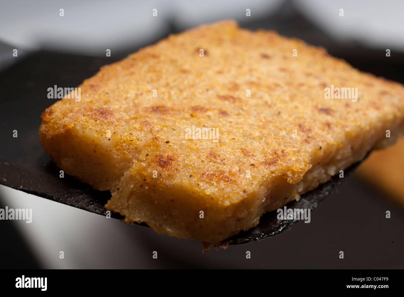 Fritti polenta di farina di mais Immagini Stock