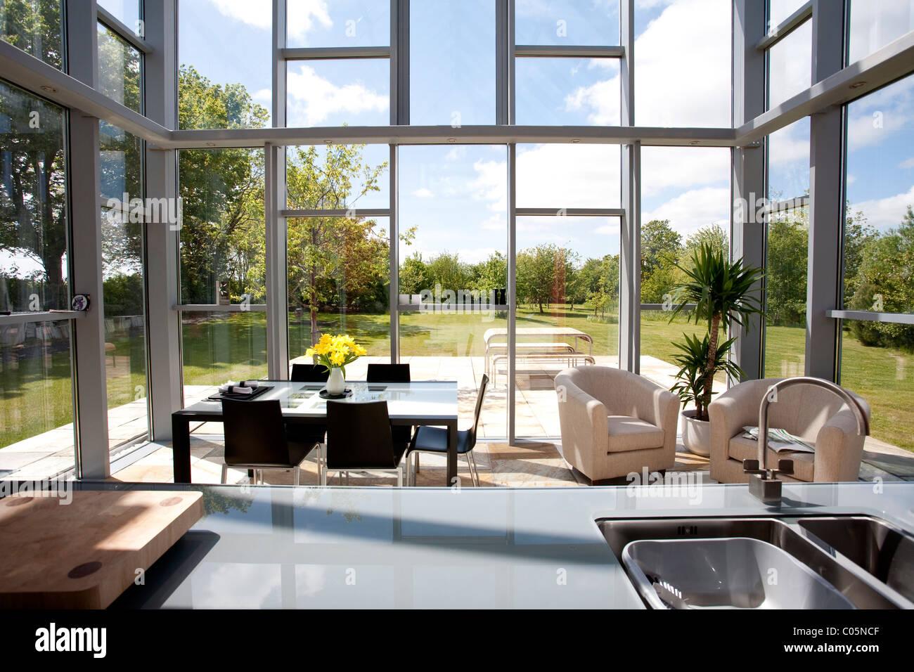 Cucina a pianta aperta e la sala da pranzo della casa di for Disposizione della casa aperta
