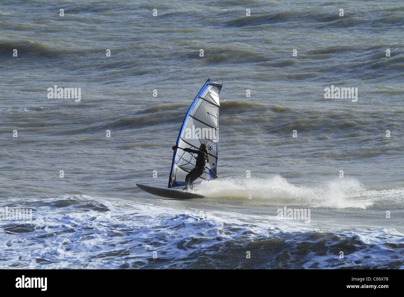 Wind surf off Eastbourne, East Sussex, Inghilterra. Immagini Stock