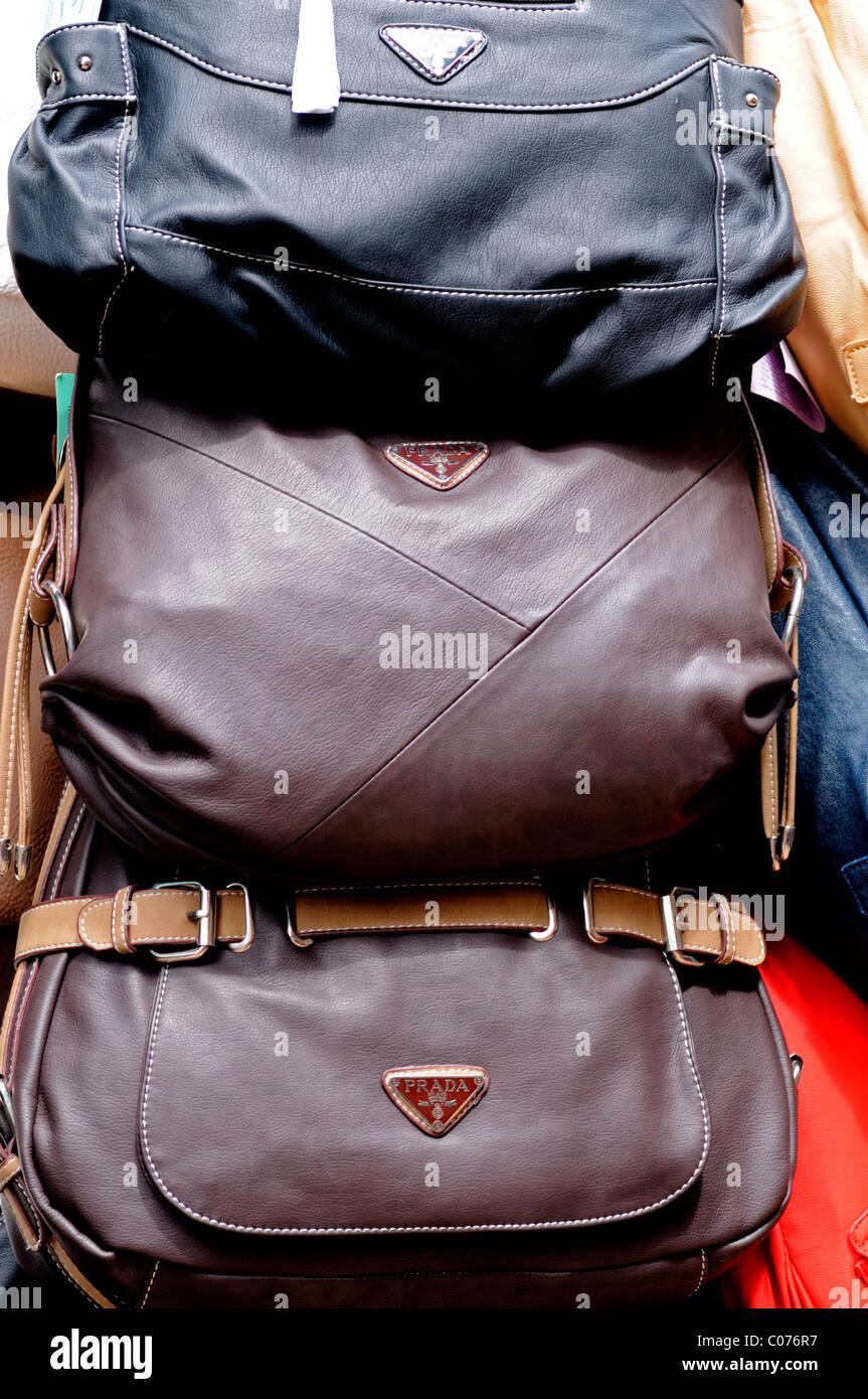 d81c770705 Fake designer borse in pelle Borsette pirata pirata di beni di lusso in  vendita in stallo