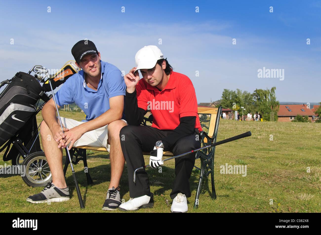 Due giovani golfisti frustrato Immagini Stock