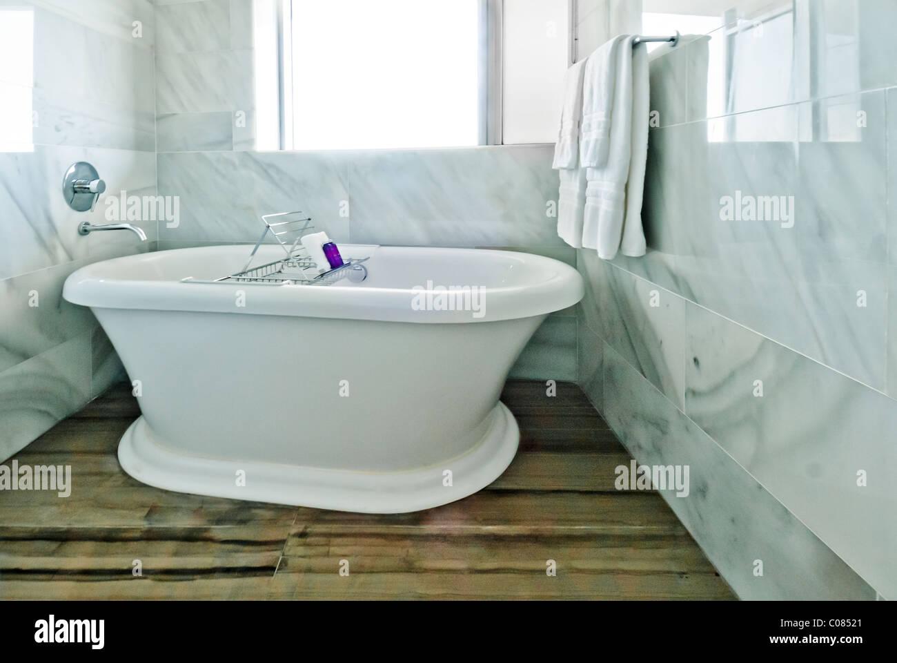 Vasca Da Bagno Del Tempo : Vasca da bagno in tempo miami un rock resort hotel di lusso che si