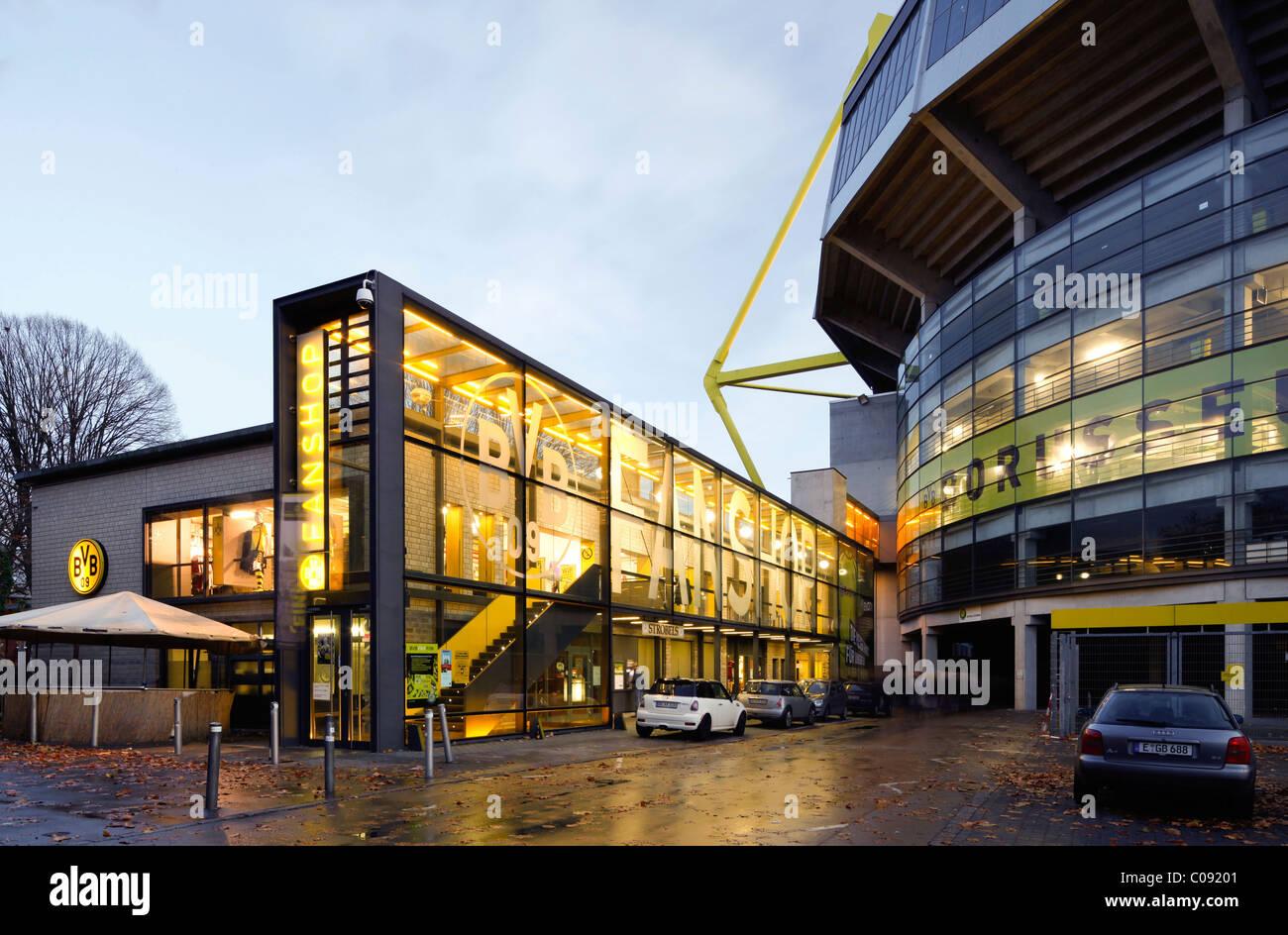 BVB fan shop presso lo stadio Westfalenstadion, Signal Iduna Park, Borussia Dortmund, Dortmund, Ruhrgebiet regione Immagini Stock