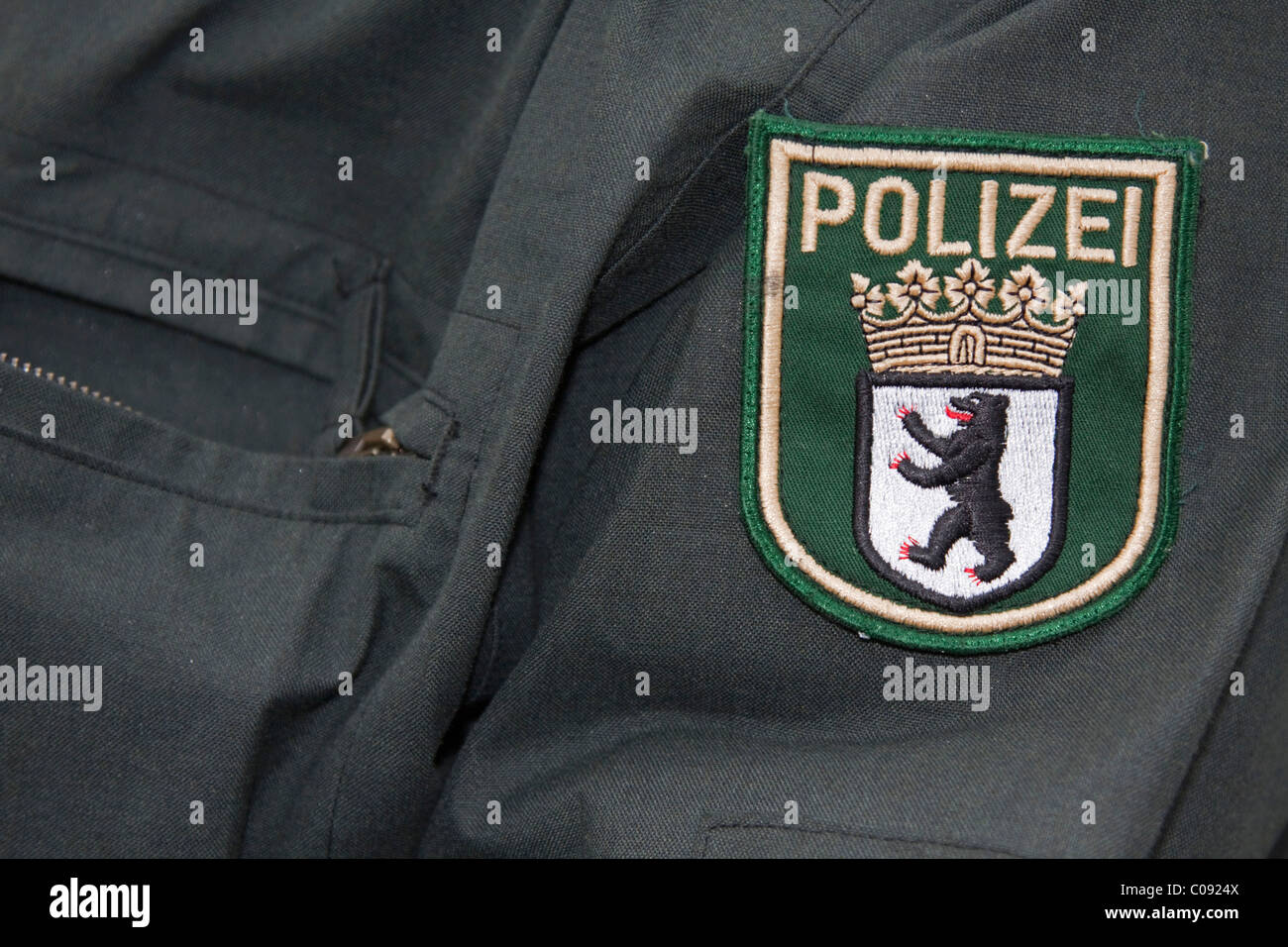 Berlino lo stemma di su una uniforme della polizia Immagini Stock