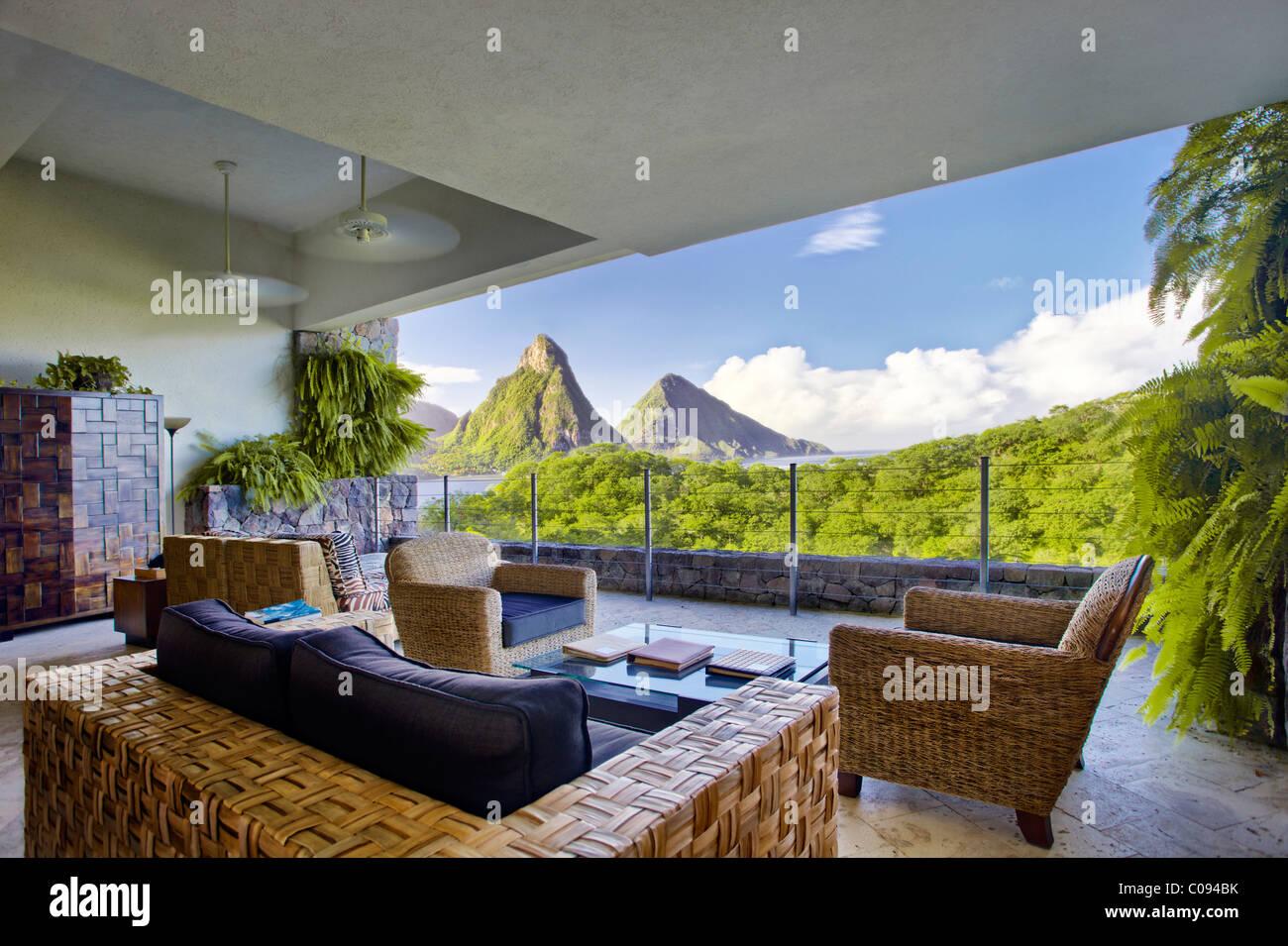 Suite, soggiorno suite, nessuna parete esterna, Pitons montagne, Jade Mountain hotel di lusso, Saint Lucia, Isole Immagini Stock