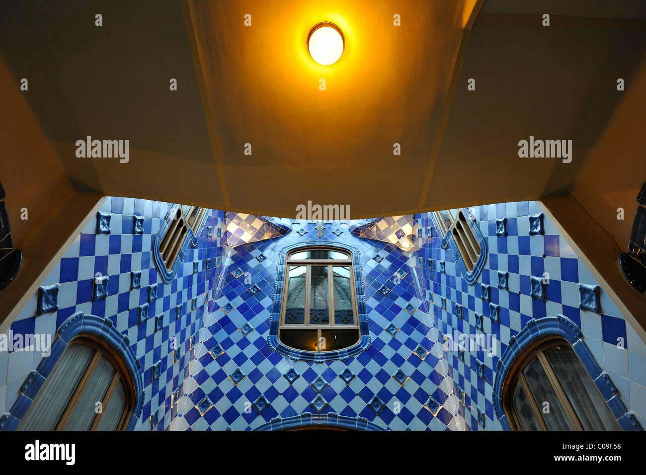 Vista interna dell illuminazione delle scale casa batllo edificio
