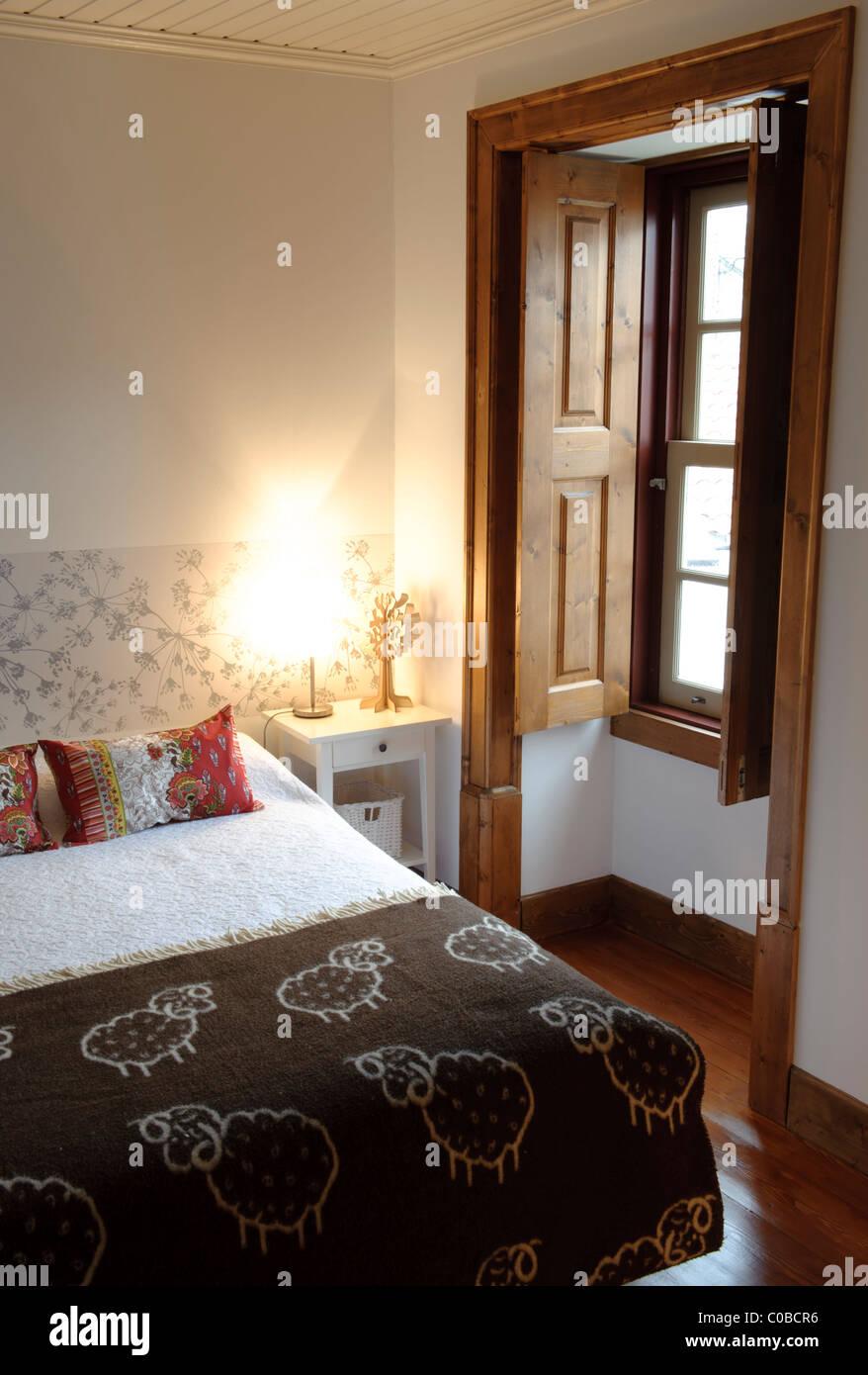 Dimensioni Finestre Camera Da Letto camera da letto matrimoniale con finestra di grandi