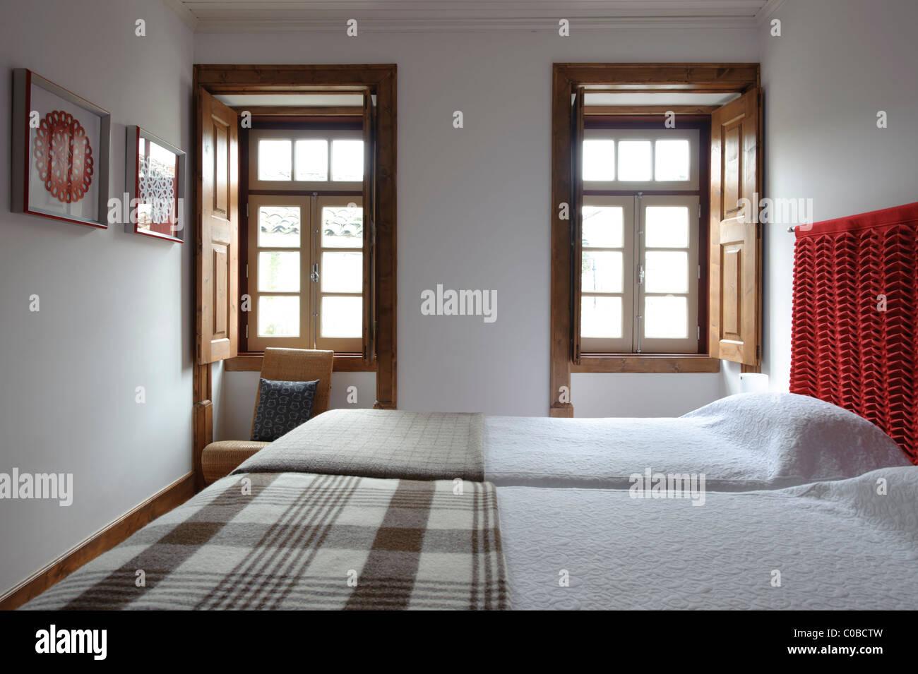 Decorazioni Camere Da Letto : Camera da letto con decorazioni rustiche foto & immagine stock