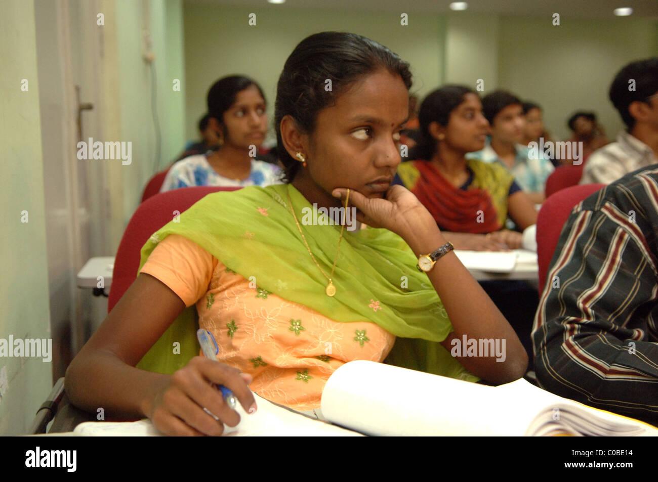 Studentessa in classe a uno di India del rinomato collegi IIT - questa in base a Chennai (Madras). Immagini Stock