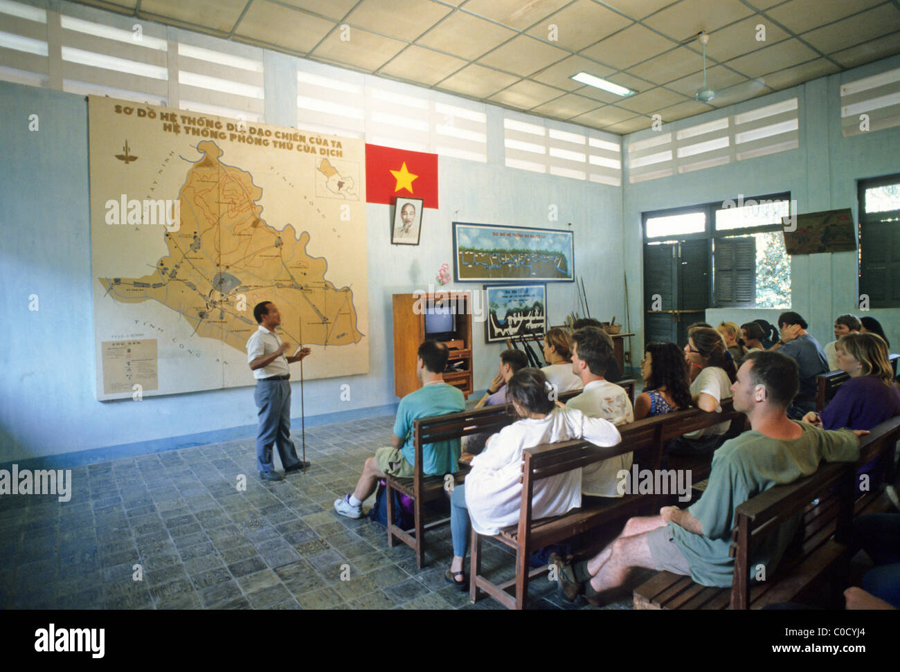 Elk134-3755 Vietnam, Cu Chi Tunnel (Vietcong nascondiglio), conferenza introduttiva per i visitatori Immagini Stock
