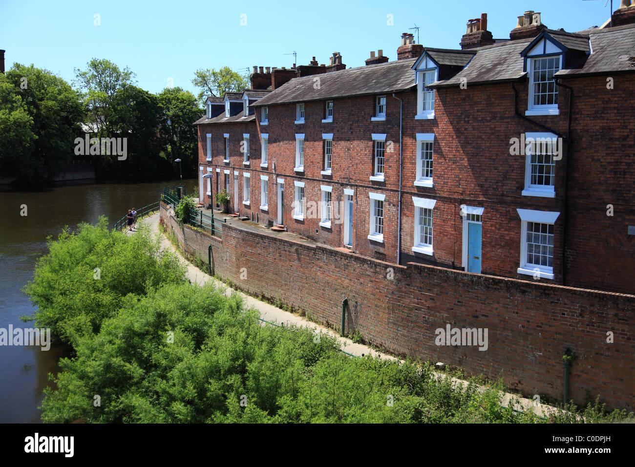 Case in terrazzo marino dall\'inglese e il ponte sul fiume Severn a ...