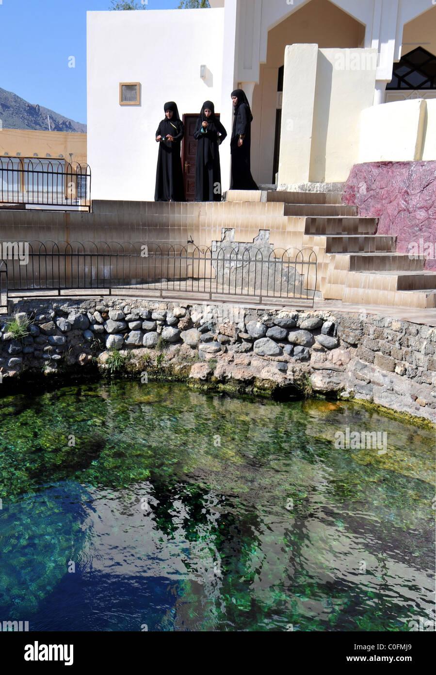 La guarigione warm springs Ain al Kasafa Al Rustaq, il sultanato di Oman. Immagini Stock