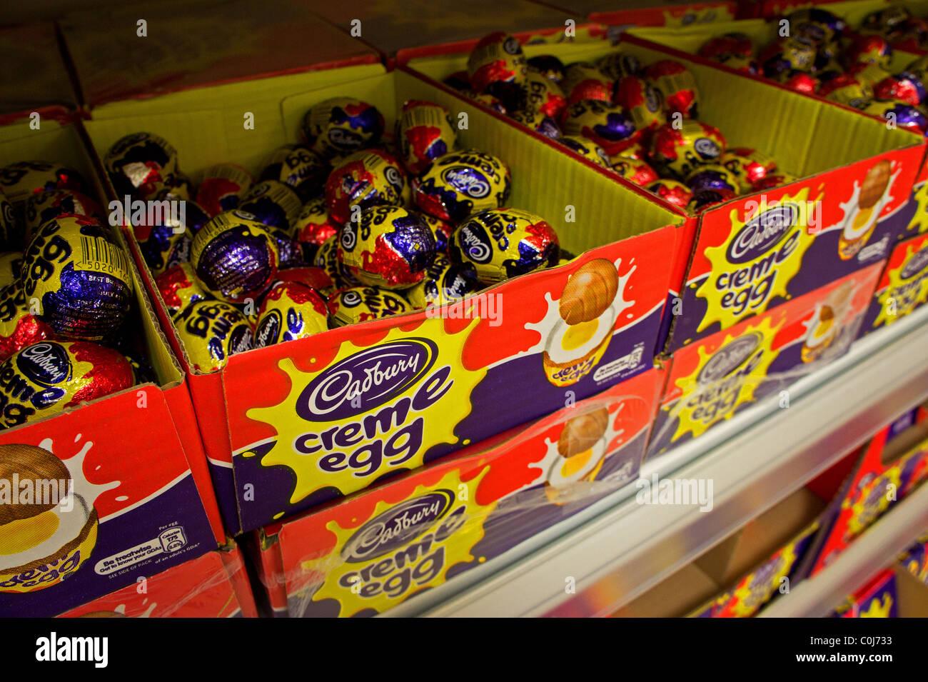 Cadbury crema di uova in vendita Foto Stock