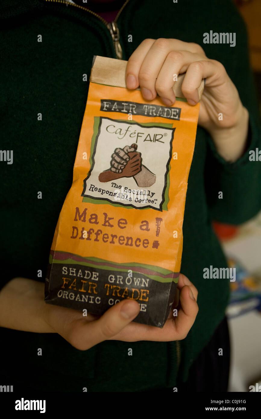 """Caffè in grani: Evoluzione della coscienza dei consumatori si riflette nell'aspetto di """"commercio Immagini Stock"""