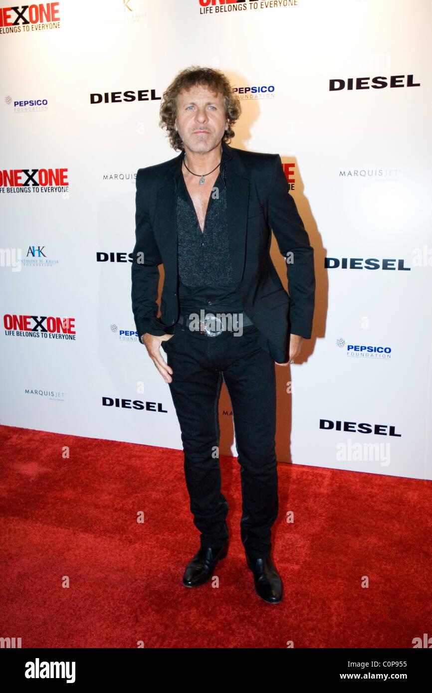 size 40 269fd 9b11e Fondatore di abbigliamento Diesel Renzo Rosso ONEXONE di ...