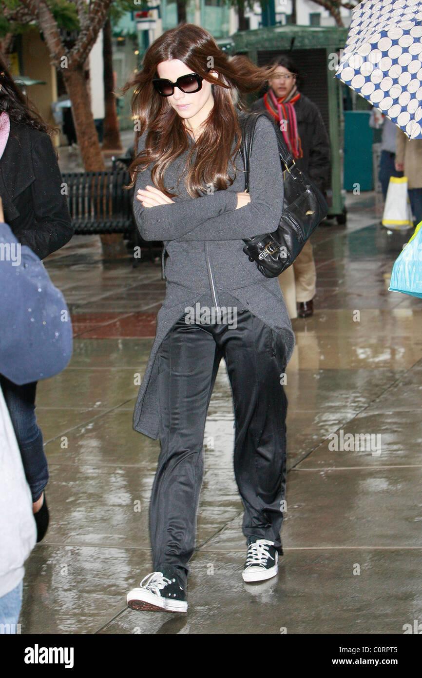 Kate Beckinsale shopping presso Pottery Barn in Santa Monica ...